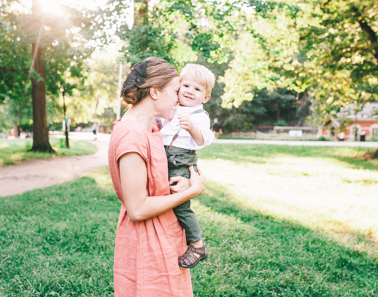 little boy and his mommy in brooklyn prosepct park family session 1806